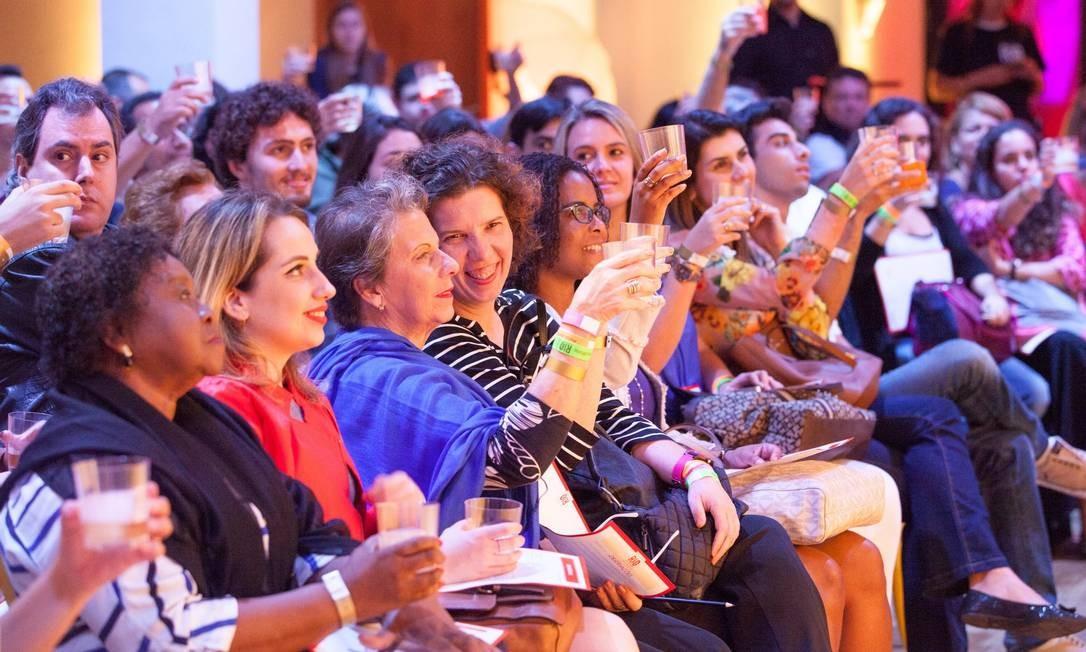 A plateia brindou com Alex Mesquita Foto: Bianca Pimenta/O Globo