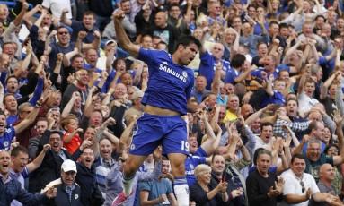 Diego Costa comemora após abrir o placar para o Chelsea na vitória sobre o Leicester Foto: Sang Tan / AP