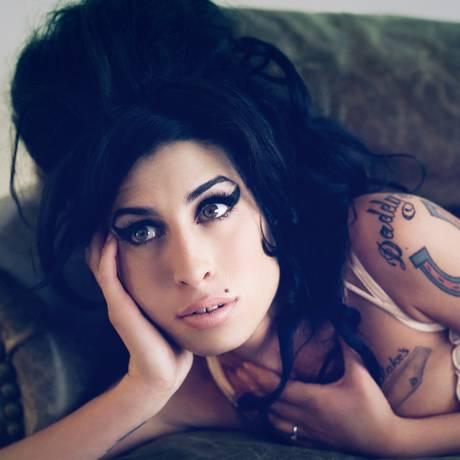 A morte de Amy Winehouse, em 2011, foi a motivação para Sounes pesquisar o fato de tantos artistas morrerem aos 27 anos. Foto: Divulgação/Bryan Adams