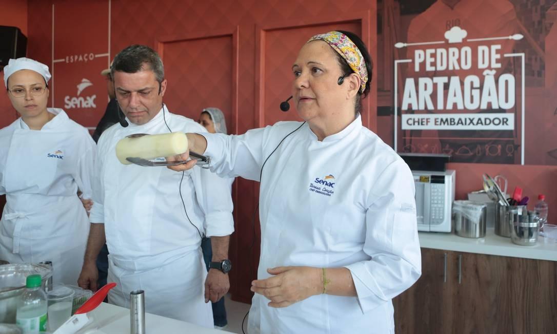No Espaço Senac, Teresa Corção convidou o chef Osvaldo Gorski e juntos prepararam uma rabada com tucupi Foto: Cecília Acioli/O Globo
