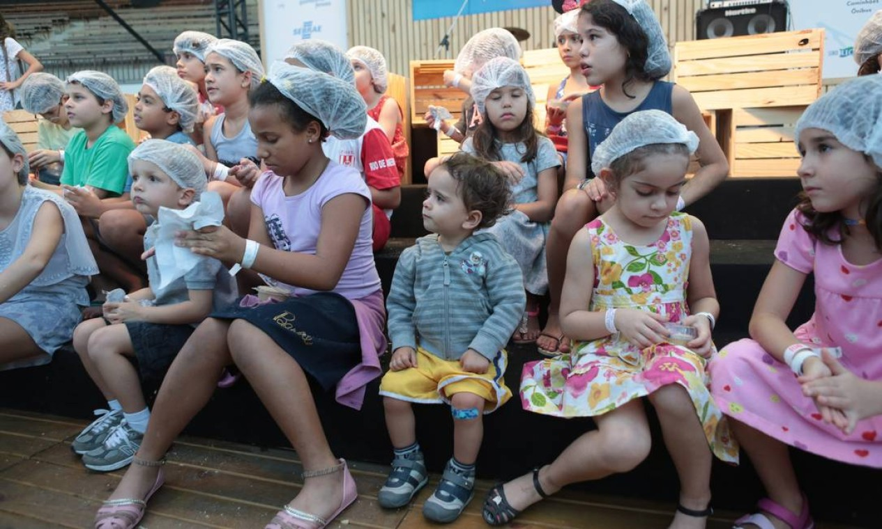 """A criançada se divertiu na atividade """"Cozinha Encantada"""", no palco do Circuito Rio Gastronomia Foto: Cecília Acioli/O Globo"""