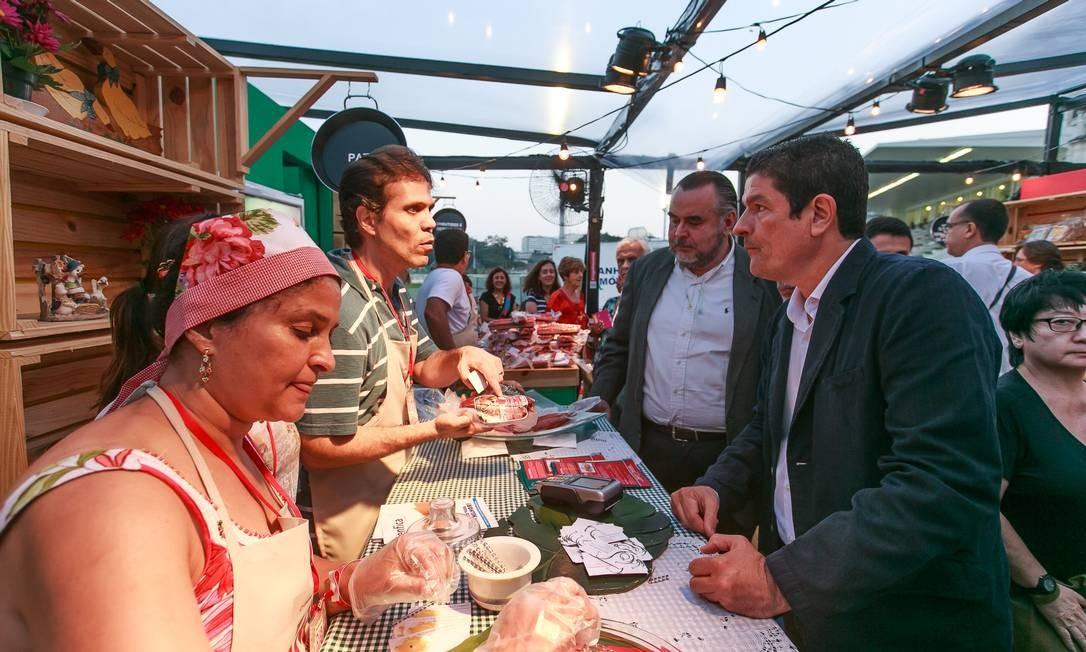 O Ministro do Turismo, Vinicius Lages, visitou o Rio Gastronomia no Jockey com Claudio Magnavita, secretário estadual de Turismo Foto: Marco Sobral/O Globo
