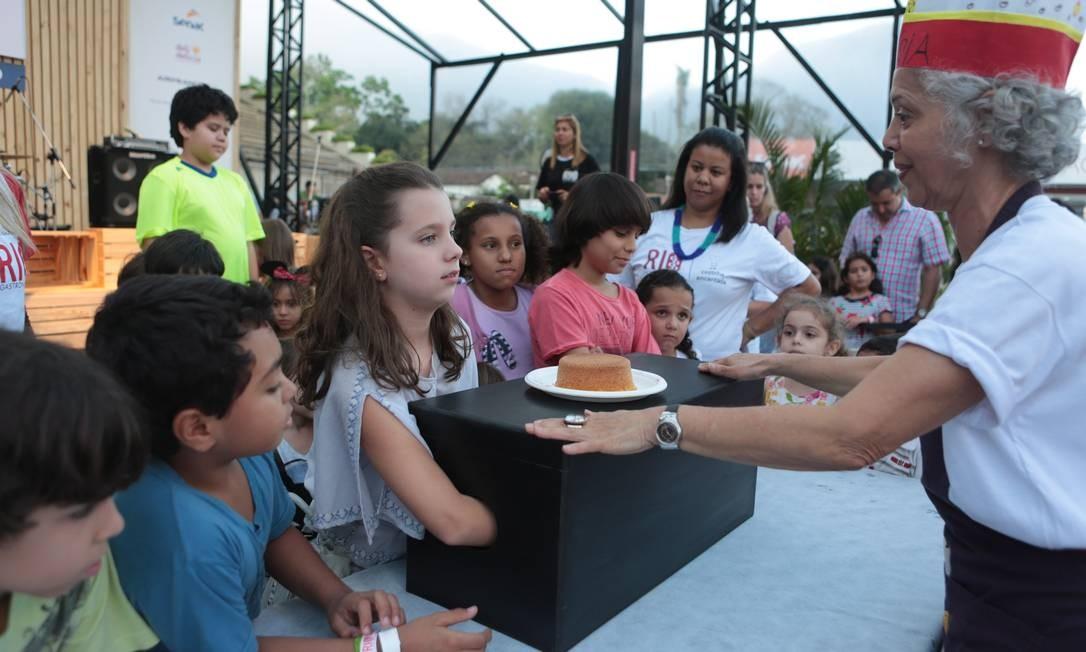 """Os pequenos participaram da atividade """"Cozinha Encantada"""", no Circuito Rio Gastronomia Foto: Cecília Acioli/O Globo"""