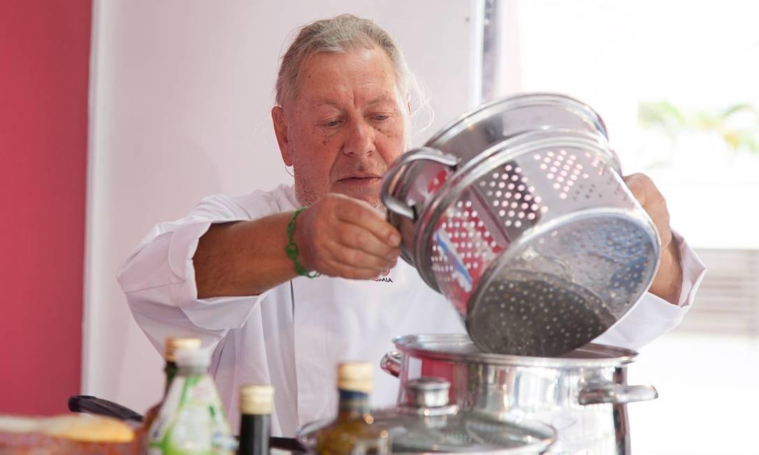 O chef Luciano Boseggia levou o Caminhão Cozinha Show ao Parque Madureira Foto: Bianca Pimenta/O Globo