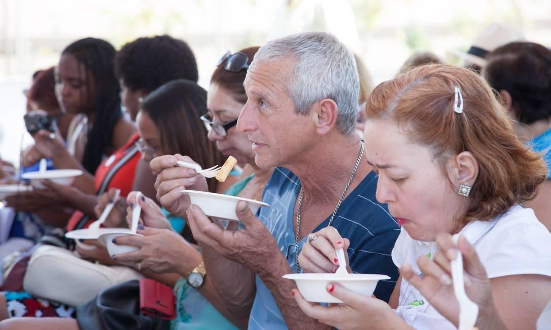 A plateia saboreou o macarrão do pescador feito pelo chef Luciano Boseggia em Madureira Foto: Bianca Pimenta/O Globo