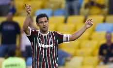 Fred deixou o gramado ovacionado pela torcida tricolor Foto: Guito Moreto / Agência O Globo