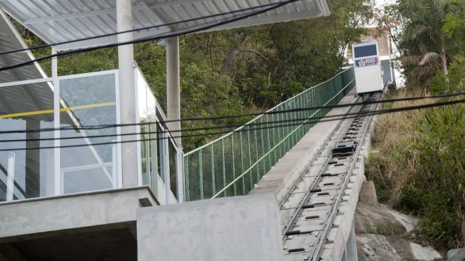 O plano inclinado Monsenhor José Carlos Moreira facilitará o acesso à Igreja Nossa Senhora da Pena, em Jacarepaguá Foto: Adriana Lorete / Agência O Globo