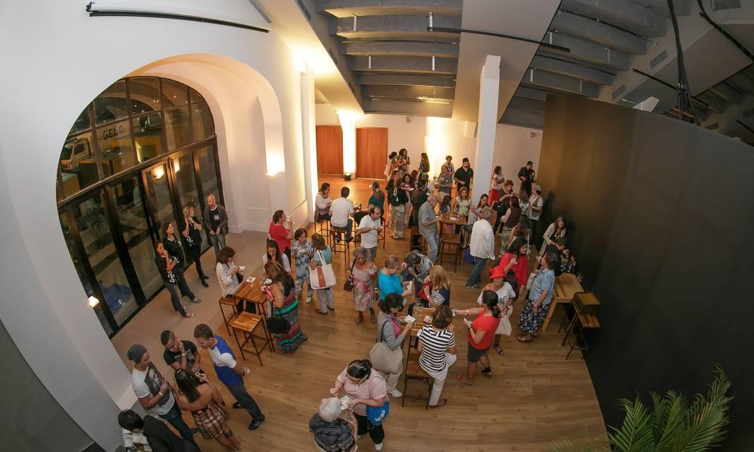 No Cinema com Gosto, após a exibição do filme 'Como um chef', público provou salmonete de abóbora com espumante Foto: Marco Sobral/O Globo