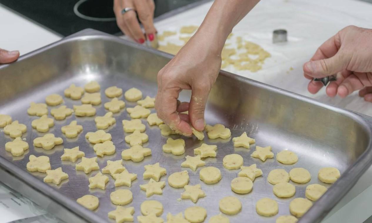 Na última aula do dia, o chef Frédéric Monnier ensinou biscoitos e uma receita de sorbet gourmet Foto: Marco Sobral/O Globo