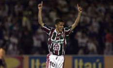 Com a camisa tricolor, Magno Alves foi artilhilheiro do Brasileiro de 2000 Foto: Sérgio Andrade / O GLOBO