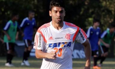 Titular. Eduardo da Silva durante treino: ele começará jogando hoje Foto: Cezar Loureiro / Cezar Loureiro/12-8-2014