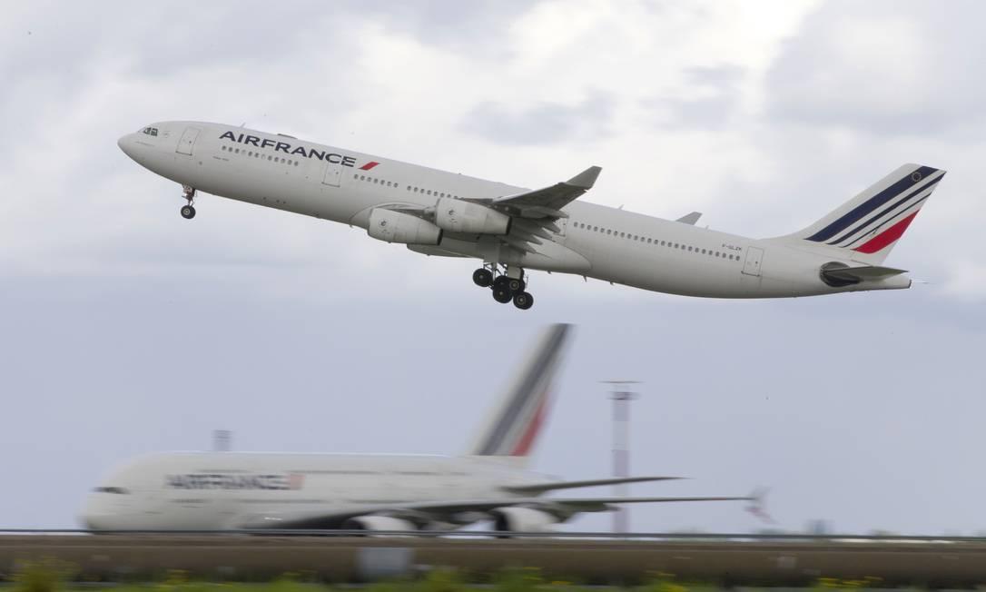 Aeronave da companhia francesa AirFrance Foto: KENZO TRIBOUILLARD / AFP