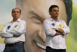 Aloysio Nunes e Aécio Neves durante lançamento do Portal de Voluntários Vamos Agir, em SP Foto: Michel Filho / Agência O Globo