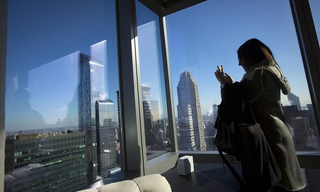 Janelão panorâmico em quarto no topo do novo Marriott Hotel, com 68 pisos, o prédio mais alto de uso exclusivamente hoteleiro na América do Norte Foto: Carlo Allegri / Reuters
