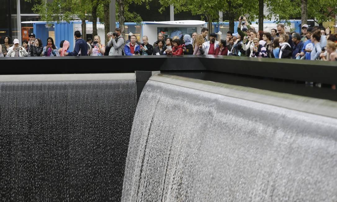 Uma das fontes do Memorial Nacional 11 de setembro, no Marco Zero, em Lower Manhattan Foto: Frank Franklin II / AP