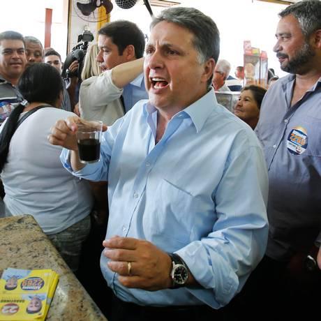 Garotinho, com 28% das intenções de voto no Ibope, lidera entre maioria de faixas de renda Foto: Alexandre Cassiano / O Globo