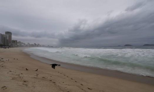 O céu encoberto na manhã desta quinta-feira Foto: Márcia Foletto / Agência O Globo