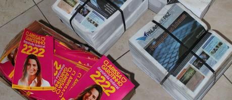 No Complexo da Maré, o TRE encontrou dezenas de panfletos de Garotinho e Clarissa e informativos do Palavra de Paz, empresa evangélica do ex-governador Foto: Reprodução TRE-RJ