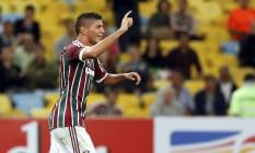 O volante Edson fez os gols do Fluminense na vitória sobre o Goiás Foto: Cezar Loureiro / Agência O Globo