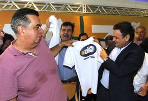 Picciani e Aécio Neves no momento do lançamento do 'Aezão' Foto: O Globo / Gustavo Miranda/05-06-2014