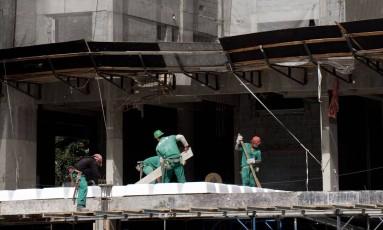 Obra em São Paulo: construção civil faz parte do indicador de investimentos calculado pelo IBGE Foto: Paulo Fridman / Bloomberg News