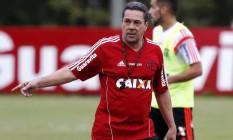 O técnico do Flamengo, Vanderlei Luxemburgo, durante o treino no Ninho do Urubu Foto: Cezar Loureiro / Agência O Globo