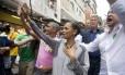 Marina Silva em visita a comunidade da Rocinha, no Rio de Janeiro. Candidato a uma vaga no Senado, Romário também participou da agenda