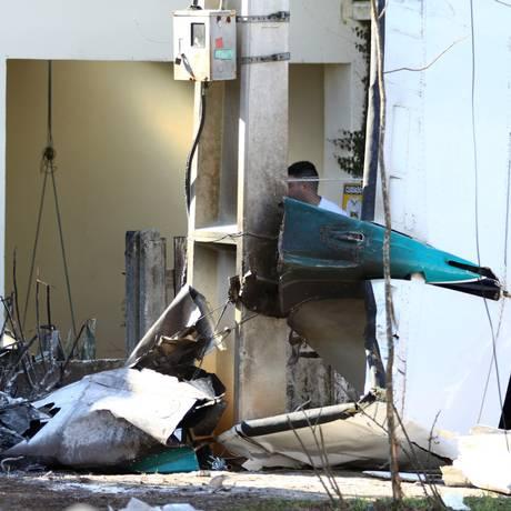 Destroços do avião que caiu em Curitiba Foto: Brazil Photo Press / Paulo Lisboa