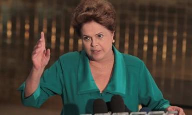 Presidente durante entrevista no Alvorada Foto: Givaldo Barbosa / Agência O Globo
