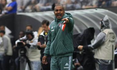 O técnico do Fluminense, Cristóvao Borges, reclama no empate com o Corinthians, no Itaquerão Foto: Nelson Perez / Fluminense