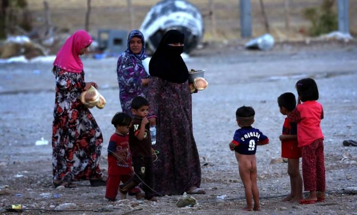 Estado Islâmico mantém duas mil mulheres e crianças reféns no Iraque