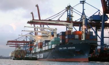 Porto de Santos, no litoral paulista: o maior da América Latina Foto: Andrew Harrer / Bloomberg