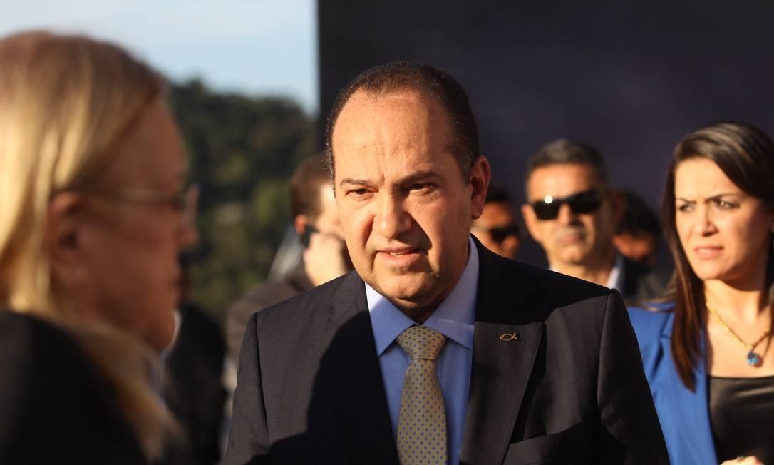 Primeiro a chegar ao local do debate, o pastor Everaldo (PSC) disse que está indeciso sobre quem apoiar no segundo turno Fernando Donasci / Agência O Globo