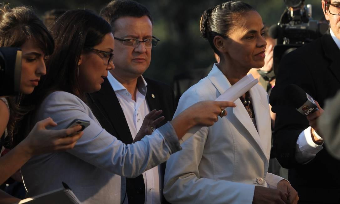 A candidata do PSB, Marina Silva, também evitou entrevistas ao chegar. No debate, enfrentou os questionamentos mais duros dos adversários Foto: Fernando Donasci / Agência O Globo