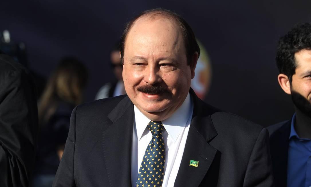 Sorridente na chegada, Levy Fidelix (PRTB) se exaltou com pergunta de jornalista a respeito de sua legenda e criticou a imprensa Fernando Donasci / Agência O Globo