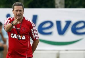 O técnico Vanderlei Luxemburgo ainda vê o Flamengo em busca de uma direção no Brasileiro. Jogo contra o Grêmio pode ajudar o time a se concentrar na parte de cima da tabela Foto: Gustavo Miranda