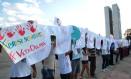Protesto de religiosos no Palácio do Planalto contra o aborto, em 2013: maior dos brasileiros é contra política, aponta Ibope Foto: Givaldo Barbosa/16-07-2013 / Agência O Globo
