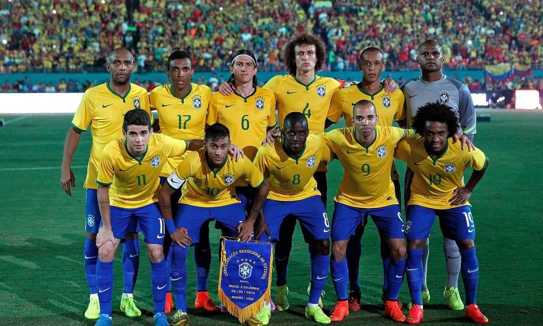Os titulares da seleção brasileira posam antes do jogo Foto  Mike Ehrmann    AFP f773714de9694