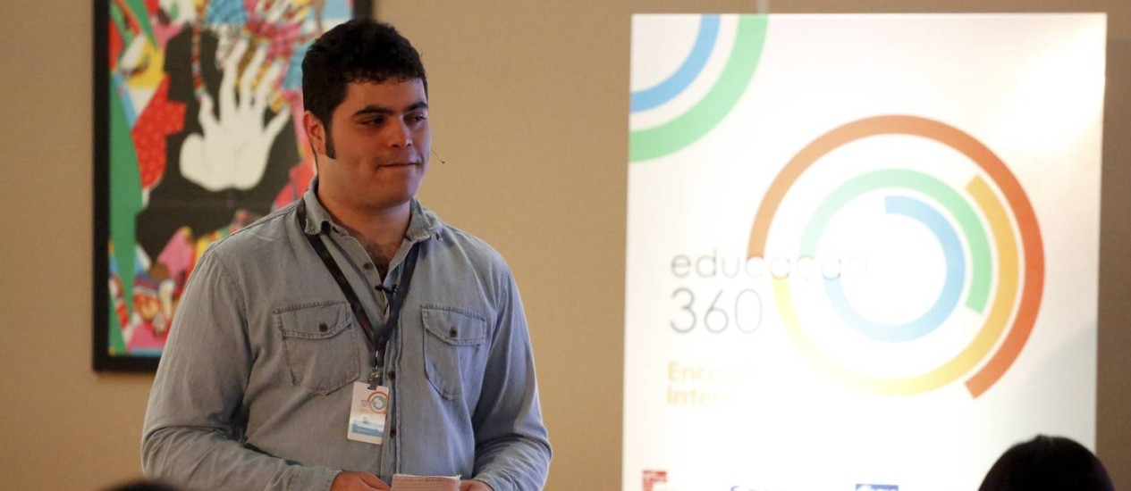 Rafael Procopio fala sobre o Matemática Rio no encontro internacional Educação 360 Foto: Marcelo Piu / Agência O Globo