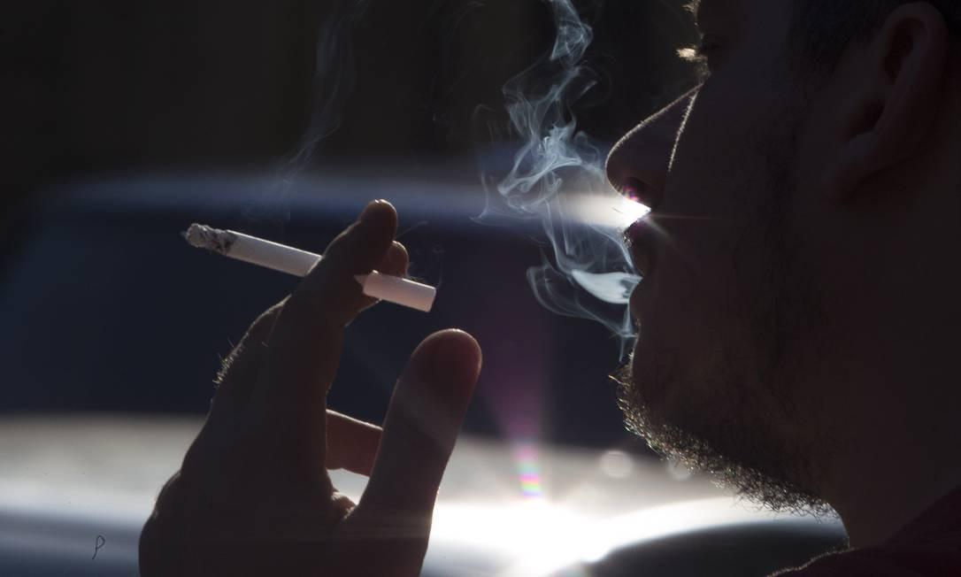 Trabalho da Universidade de Bergen, na Noruega, analisou hábitos tabagistas de 13 mil homens e mulheres Foto: / Antonio Scorza