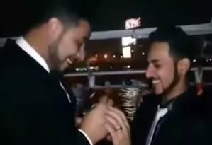 Em vídeo, homens aparecem participando do que seria 'o primeiro casamento gay do Egito' Foto: Reprodução do YouTube