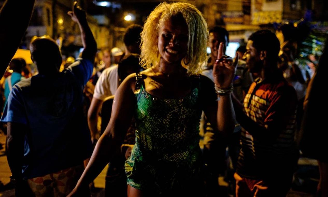 Participante dança durante a parada LGBT Foto: YASUYOSHI CHIBA / AFP