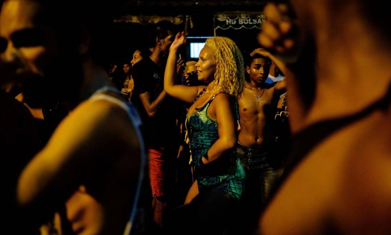 Participantes aproveitaram a música que tomou conta das ruas Foto: YASUYOSHI CHIBA / AFP