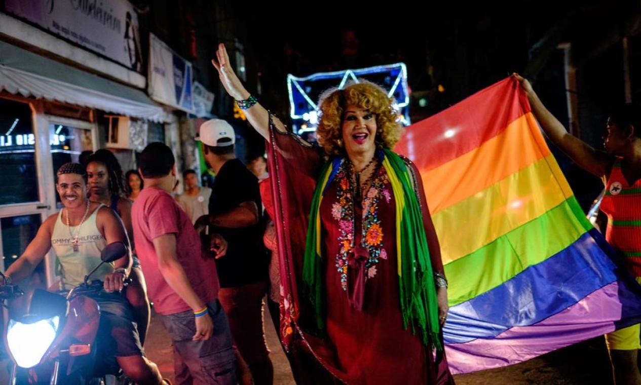 Público levou irreverência às ruas da comunidade e reivindivou direitos das minorias Foto: YASUYOSHI CHIBA / AFP