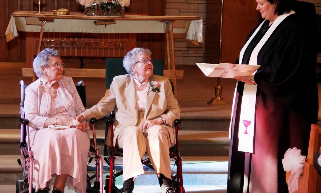 Vivian (esquerda) e Alice durante a cerimônia celebrada neste sábado Foto: Thomas Geyer / AP