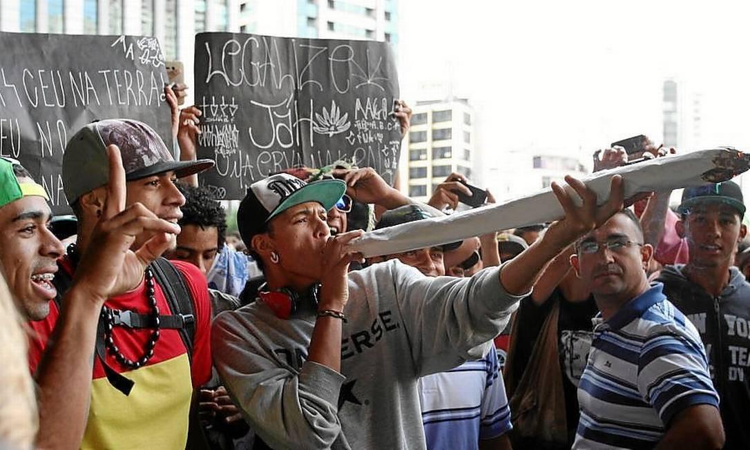 Legalização. Manifestantes durante a Marcha da Maconha, no último mês de abril, em São Paulo Foto: Michel Filho/26-4-2014