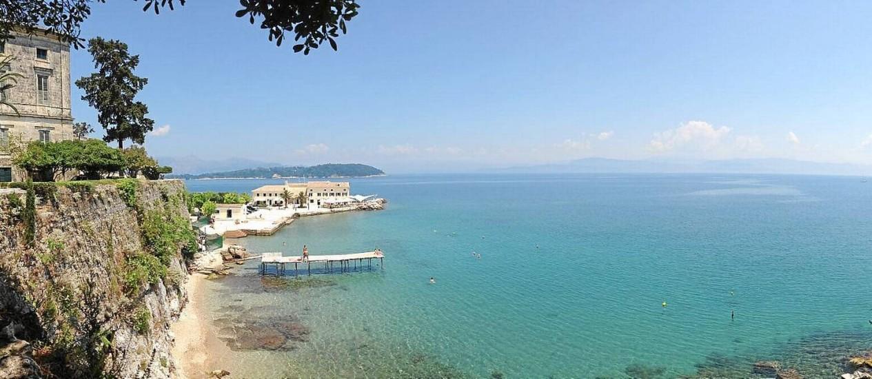 Descanso com vista no museu de arte asiática em Corfu, na Grécia Foto: Vasileios Petridis