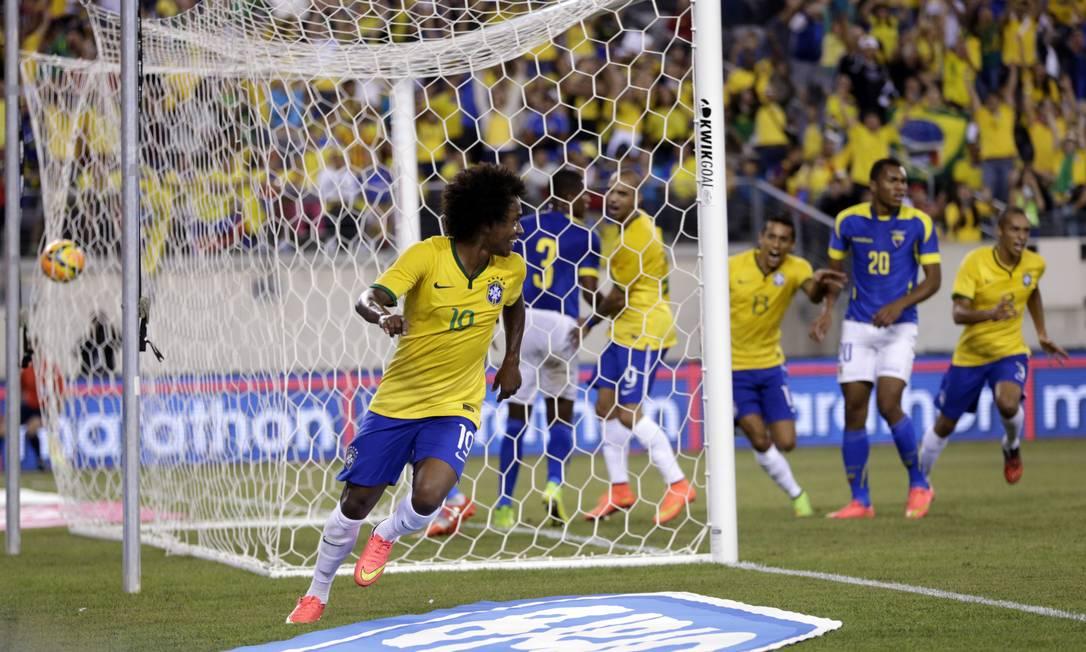 Willian comemora o gol que abriu o placar para o Brasil Foto: Julio Cortez / AP