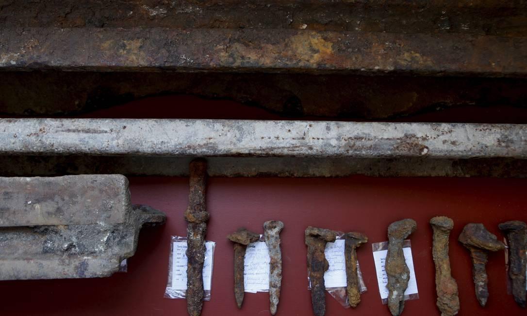 Trilhos de bonde do século XX estão praticamente intactos Foto: Gustavo Stephan / Agência O Globo