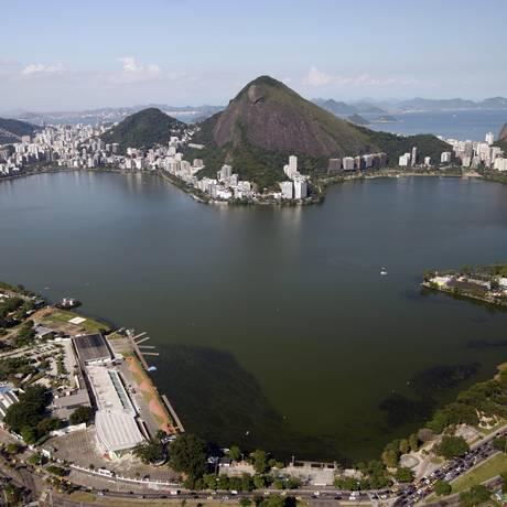 """A lagoa é conhecida como """"O Coração do Rio"""", devido a seu formato semelhante a um coração Foto: Custódio Coimbra / Agência O Globo"""